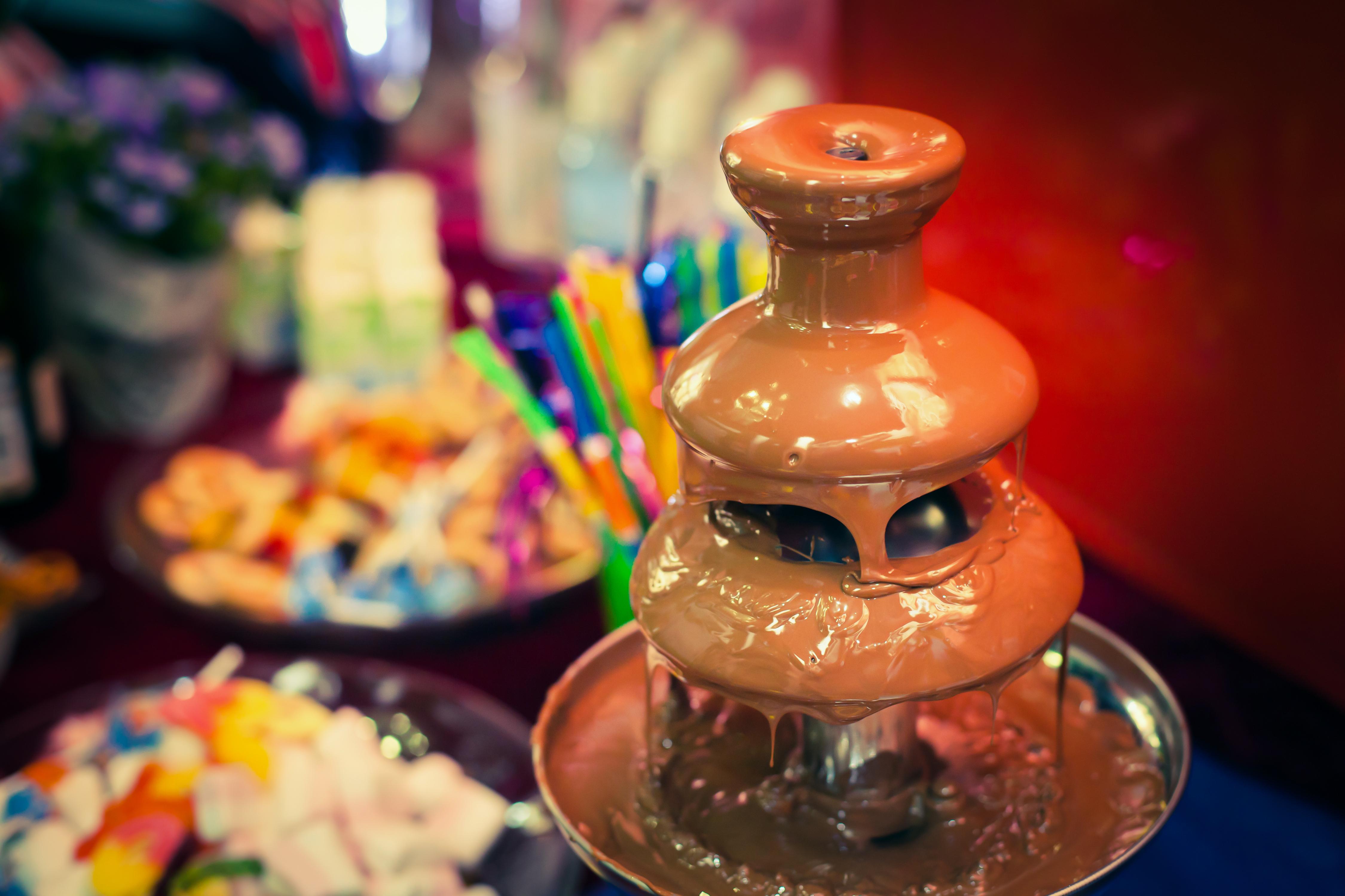 fantana ciocolata aniversare