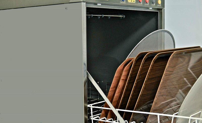 Masina profesionala pentru spalat vase mari